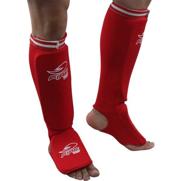 Par de espinilleras para Muay Thai tipo calceta color Rojo